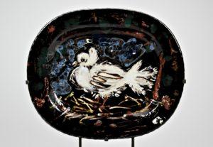 Il piatto con la Colomba è il dono fatto da Picasso al Mic dopo i bombardamenti