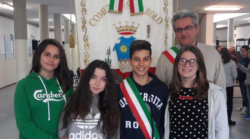 solarolo-sindaco-dei-ragazzi-2016-17-mattia-de-giovanni-con-la-sua-giunta-e-fabio-anconelli