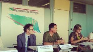 Massimo Isola (Comune di Faenza) e Andrea Corsini (assessore regionale al turismo) durante la presentazione di Ceramic Land in Regione.