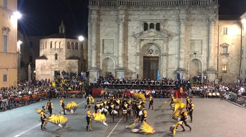 Rione Nero bandiere tenzone