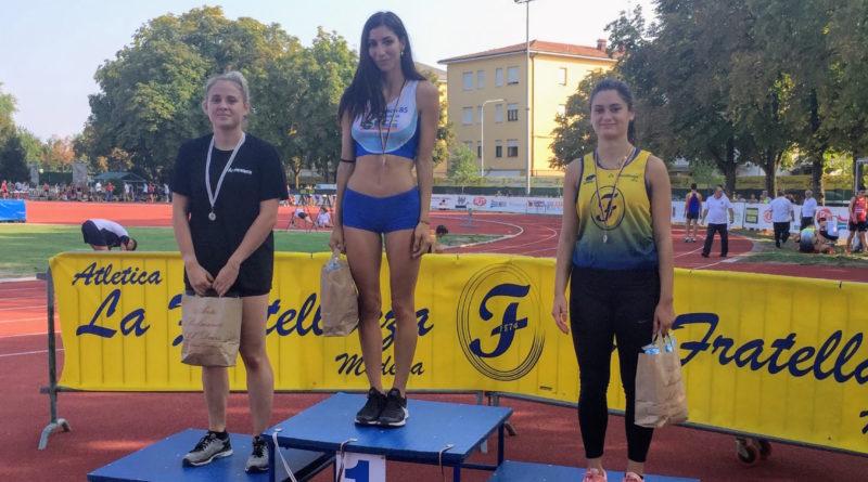 Stefania Di Cuonzo sul gradino più alto del podio dei 100 m a Modena