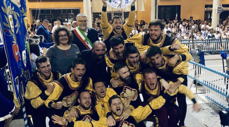 Rione Nero vittoria bandiere 2019
