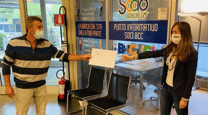 Un Socio consegna la delega in filiale
